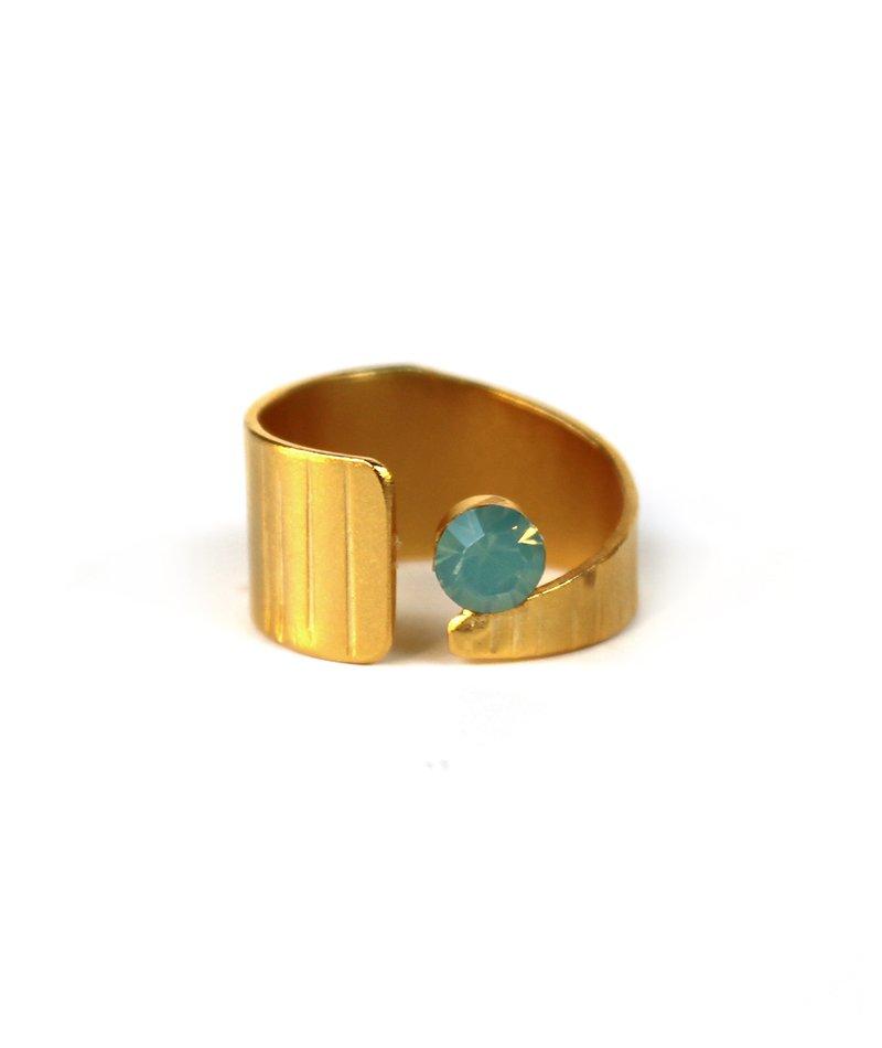 Δαχτυλίδι Little Crystal Gold (Φοριέται και ως chevalier) - ΚΟΣΜΗΜΑΤΑ f7dde7a60f3