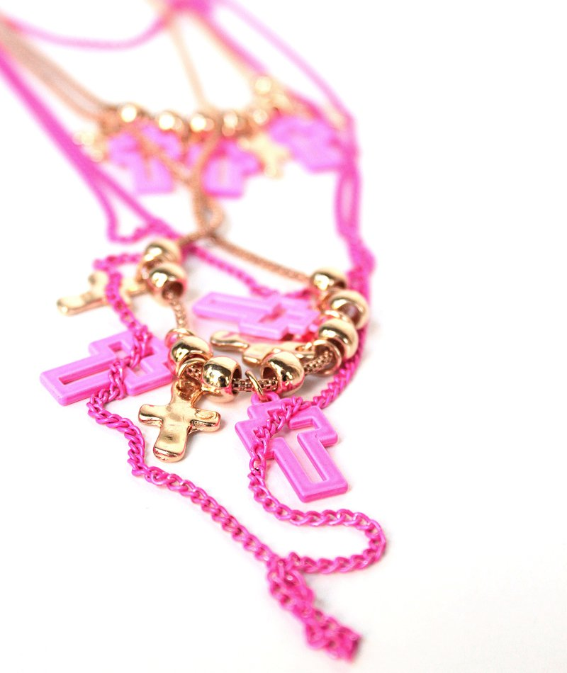 Μακρύ Κολιέ Crosses & Fluo Pink Chains
